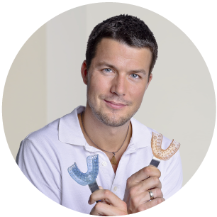 MDDr. Roman Andil špecialista v protetike - protetika-zubny lekar zubna ambulancia dental center--zubna ambulancia-zubar-rekonstrukcia zubu-chybajuce zuby-zubna nahrada-zubna korunka-keramicke fazety