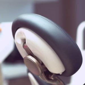 Andel Elite dental center Hlohovec -mikroskop-bezbolestne osetrenie zubov -zubna ambulancia-zubari - Zubne implantaty – implantologia – Endodoncia – zachrana zubu - Protetika – zubna korunka – keramicka korunka-snimatelne zubne nahrady-zubna proteza - Pedostomatológia – detska zubarka - Záchovná stomatológia - Ortodoncia – RTG – rontgen zubov- nástroje priestory - sedacka v ordinacii - detail