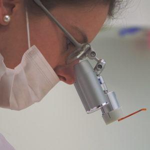 Andel Elite dental center Hlohovec -mikroskop-bezbolestne osetrenie zubov -zubna ambulancia-zubari - Zubne implantaty – implantologia – Endodoncia – zachrana zubu - Protetika – zubna korunka – keramicka korunka-snimatelne zubne nahrady-zubna proteza - Pedostomatológia – detska zubarka - Záchovná stomatológia - Ortodoncia – RTG – rontgen zubov- zena - sestricka