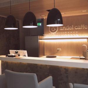 Andel Elite dental center Hlohovec - kaviareň Andel caffe - zubna ambulancia-kava-salka-pohostenie-prijemne prostredie-bezbolestne osetrenie zubov - priestory - stolicky-pohare-kavovar