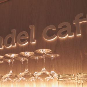 Andel Elite dental center Hlohovec - kaviareň Andel caffe - zubna ambulancia-kava-salka-pohostenie-prijemne prostredie-bezbolestne osetrenie zubov - pohare - priestory