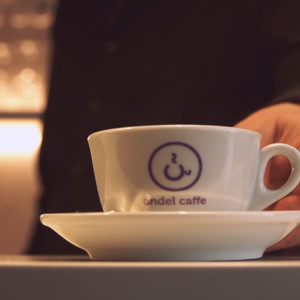 Andel Elite dental center Hlohovec - kaviareň Andel caffe - zubna ambulancia-kava-salka-pohostenie-prijemne prostredie-bezbolestne osetrenie zubov
