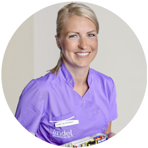 Mgr.-Daniela-Šišková-zubarka-zubar-zubny lekar- zubna ambulancia -dental center-zubar-sestra-asistent