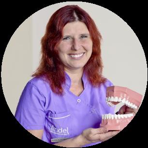 Mgr.-Lucia-Adámeková-zubarka-zubar-zubny lekar- zubna ambulancia -dental center-zubar-sestra-asistent