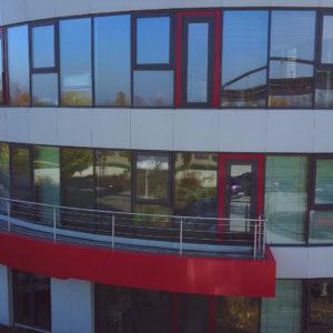 Andel Elite dental center Hlohovec - budova-sidlo stomatologickeho centra -zubna ambulancia - cerveno siva ovalna stavba- R. Dilonga - 920 01 Slovensko